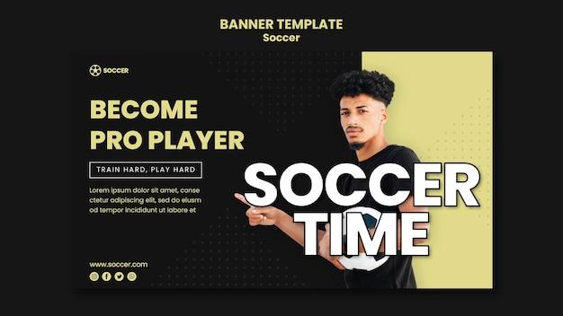 Banner horizontal para futebol com jogador masculino