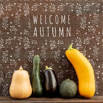 Bem-vindo outono com abóboras e vegetais verdes