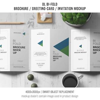 Bi-brochura ou convite maquete com conceito de vida ainda