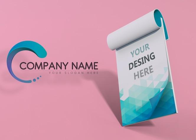 Bloco de notas azul marca empresa mock-up papel