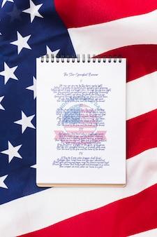 Bloco de notas do dia da independência da vista superior com maquete