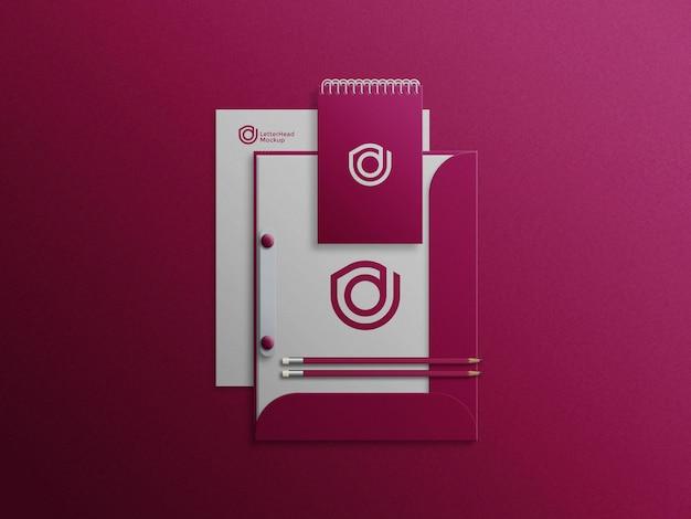 Bloco de notas na maquete de gabinete de arquivo com papel timbrado