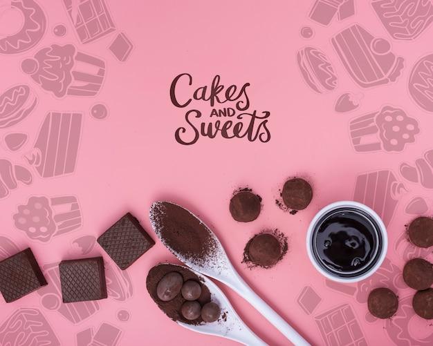 Bolos e doces com chocolate e colheres
