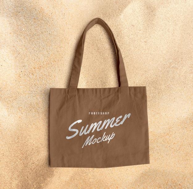 Bolsa de lona em maquete de areia