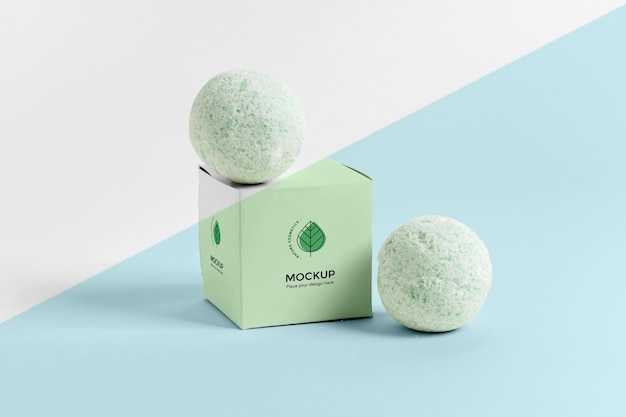 Bombas de banho verdes e arranjo de caixa