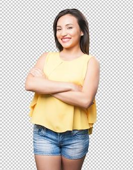Braços de cruzamento de mulher asiática