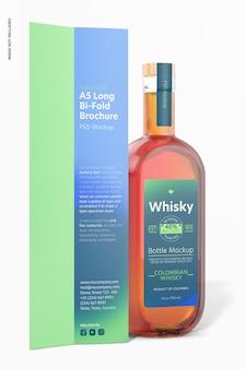 Brochura a5 long bi-fold com uma maquete de garrafa de uísque