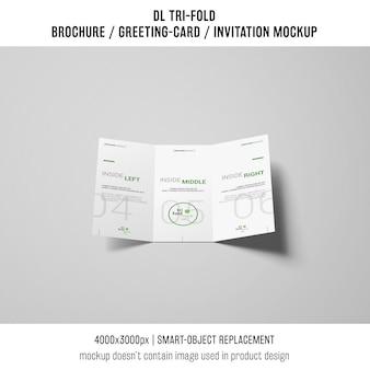 Brochura com três dobras moderna ou maquete de convite