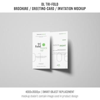 Brochura com três dobras ou convite maquete com sombras