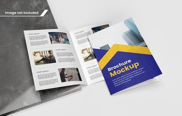 Brochura fotográfica bifold realista ou maquete de revista