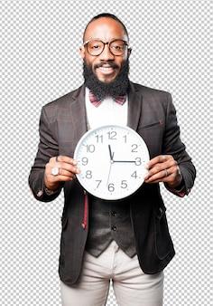 Bussines black man segurando um grande relógio