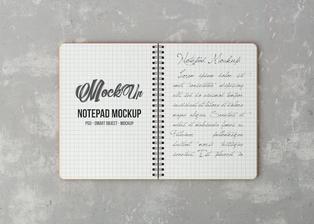 Caderno aberto com maquete de lençóis brancos