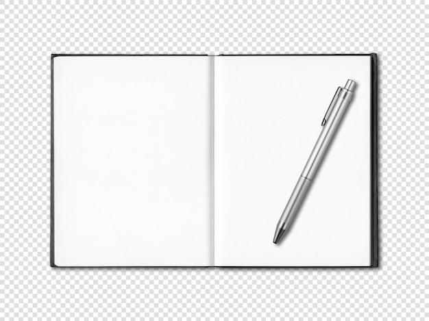 Caderno aberto em branco e caneta isolado no branco