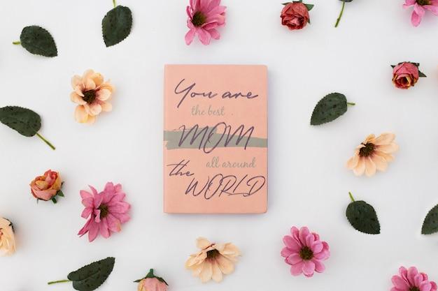 Caderno de maquete de dia das mães com rosas