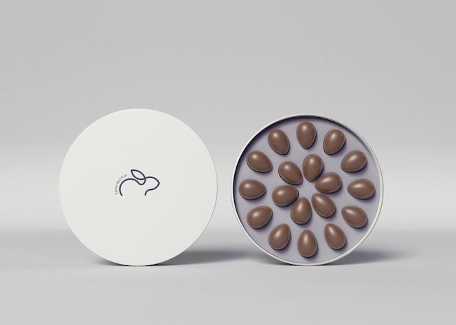 Caixa com pequena maquete de ovos de chocolate