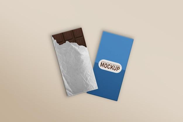 Caixa de barra de chocolate e barra de chocolate com embalagem de papel alumínio rasgado