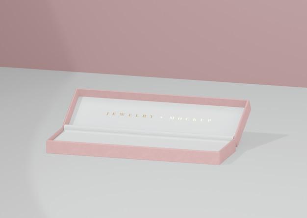 Caixa de jóias aberta e vazia com inscrição dourada