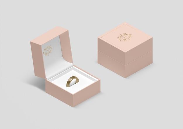 Caixa de jóias de alto ângulo com anel de casamento de ouro
