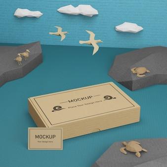 Caixa de papel sustentável e vida marinha com maquete