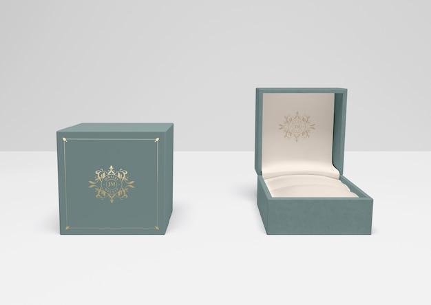 Caixa de presente aberta e fechada com capa