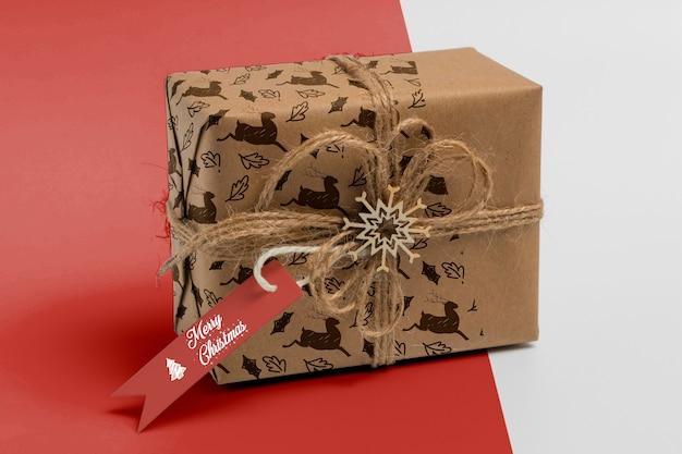 Caixa de presente de natal com etiqueta