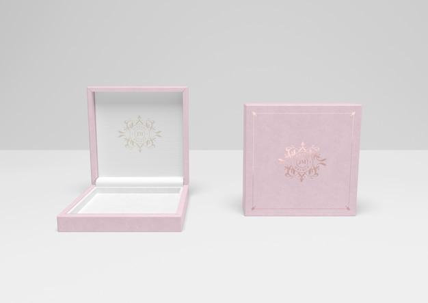 Caixa de presente rosa aberta e fechada com capa