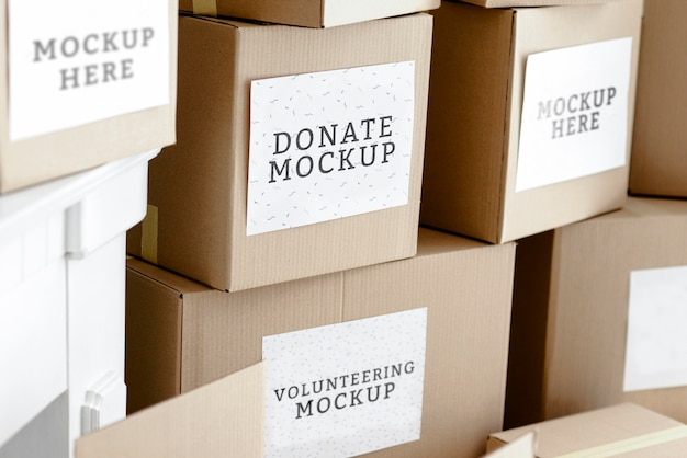 Caixas de papelão com doações de alimentos