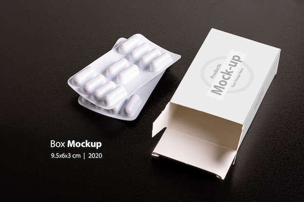 Caixinha de comprimidos com loafs de comprimidos no modelo de fundo escuro