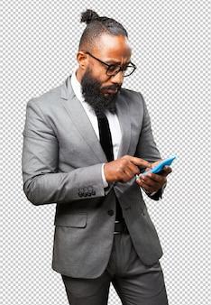 Calculadora de exploração do homem negro de negócios