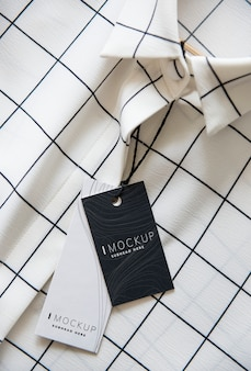 Camisa com uma maquete de design de preço