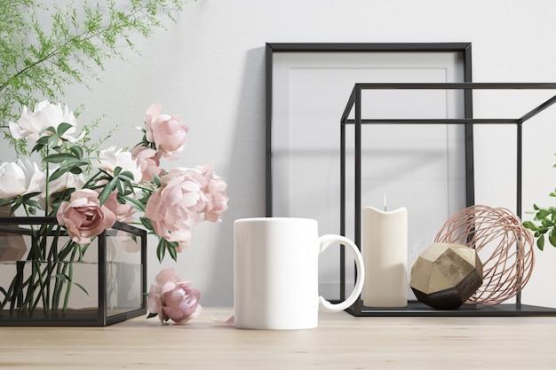 Caneca de cerâmica com flores e elementos decorativos