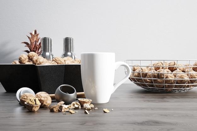 Caneca de cerâmica com nozes cruas e tigelas