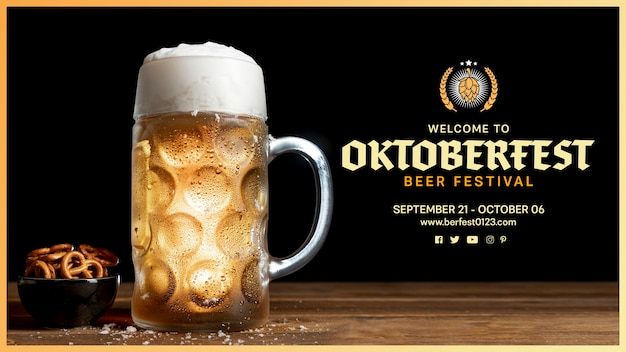 Caneca de cerveja oktoberfest com espuma e pretzels