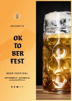 Caneca de cerveja oktoberfest com espuma