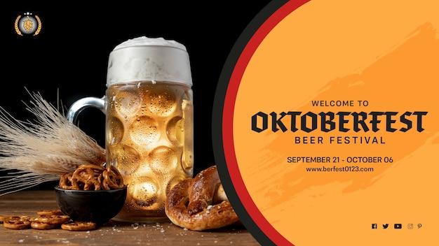 Caneca de cerveja oktoberfest com pretzels