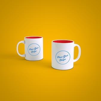 Canecas de café casal no fundo de cor mutável