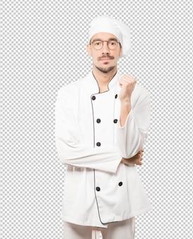 Cansado jovem chef fazendo um gesto de tédio