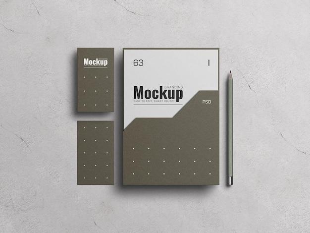 Capa de arquivo em papel a4 com maquete de cartão de visita