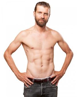 Cara orgulhoso com um bom corpo
