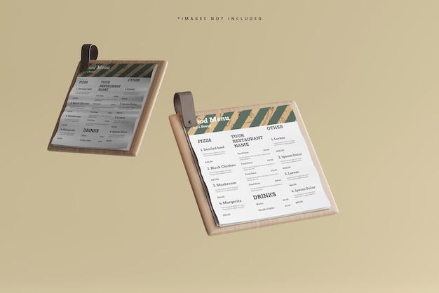 Cardápios de comida quadrados em uma maquete de placa de madeira
