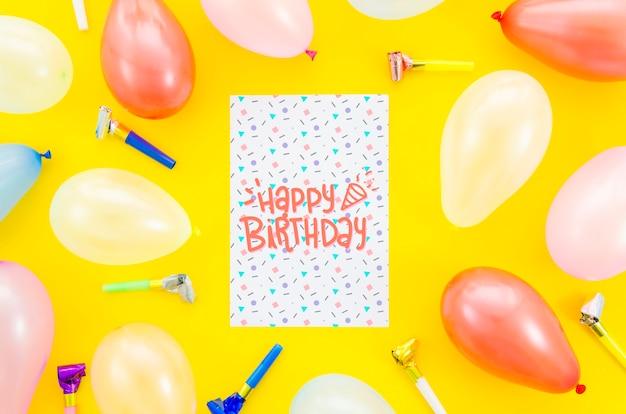 Cartão de aniversário com moldura de balões