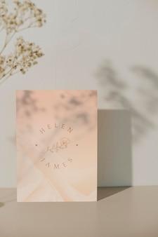 Cartão de convite de casamento com modelo de sombra de planta