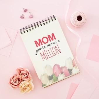 Cartão de dia das mães com letras de texto