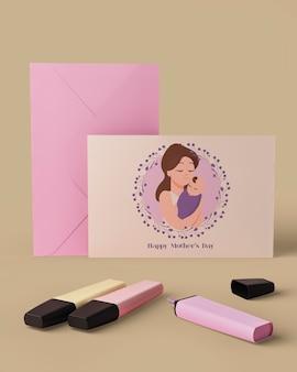 Cartão de dia das mães e envelope com conceito de mock-up