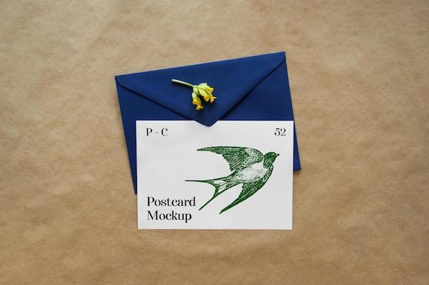 Cartão de felicitações com envelope maquete