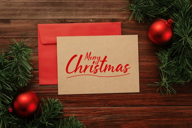 Cartão de feliz natal e maquete de envelope