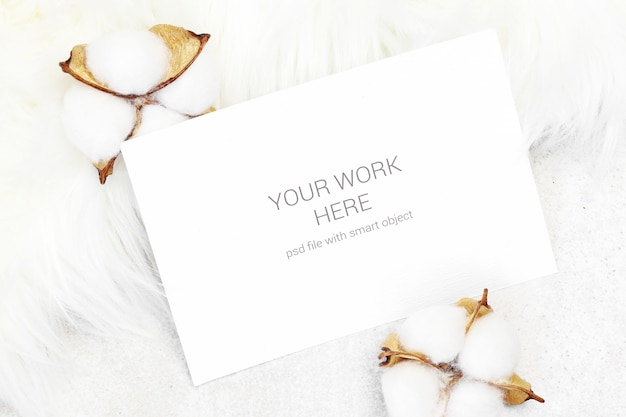 Cartão de maquete com algodão