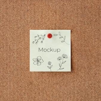 Cartão de mock-up branco com flores