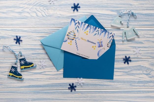 Cartão de natal vazio em envelope