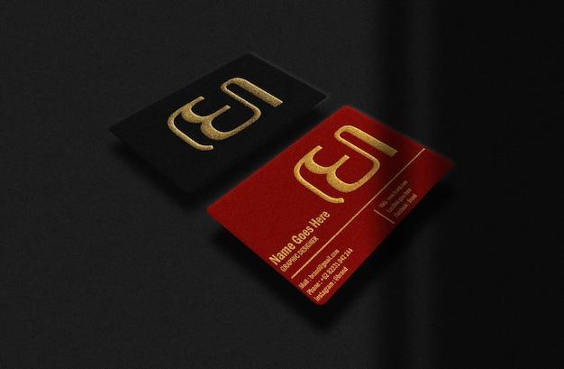 Cartão de negócios de luxo vermelho e preto com maquete dourada em relevo